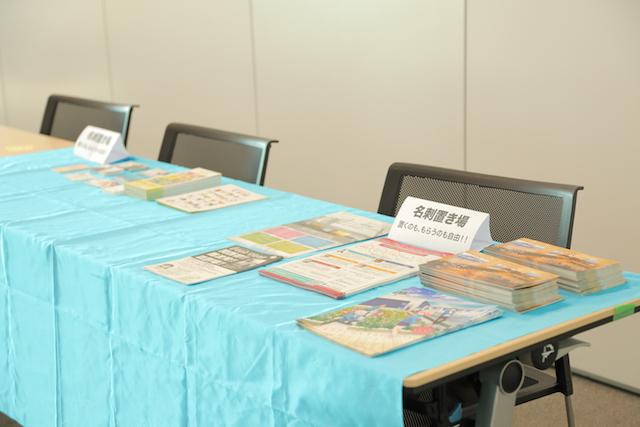 会場準備中 名刺置き場 大阪 あべのハルカス クリエイター200人祭り